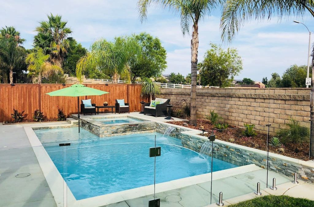 Installing a Glass Pool Fence
