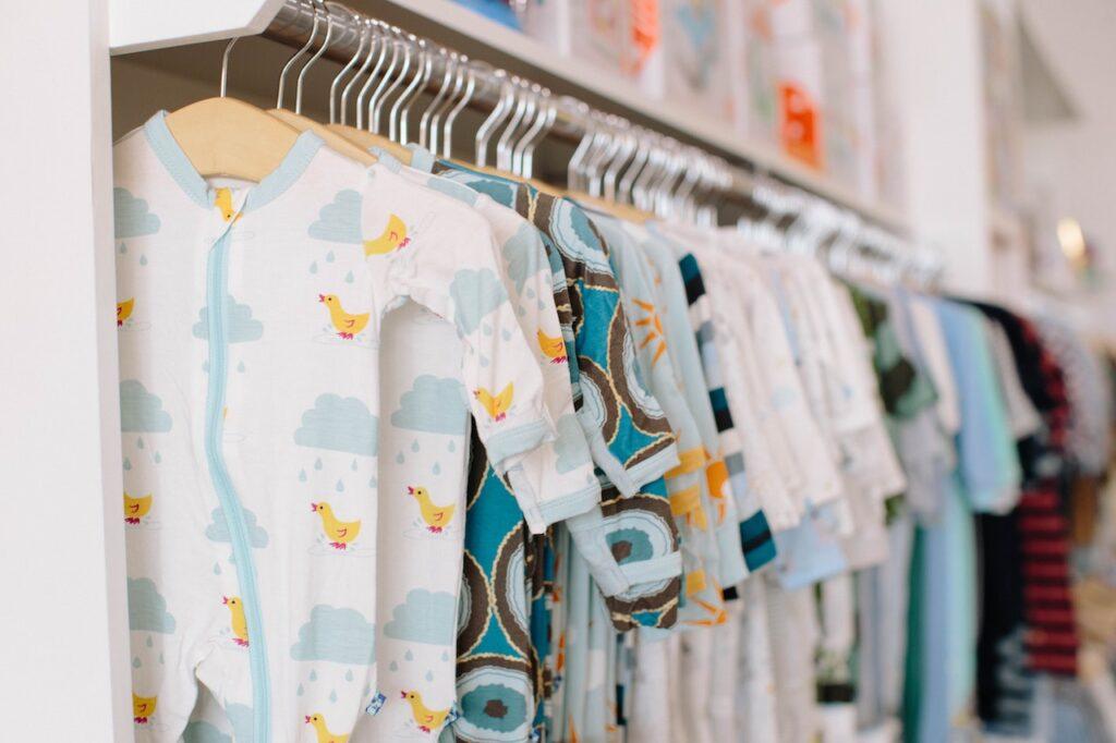 A Parent's Guide to Essential Baby Clothes for Newborns